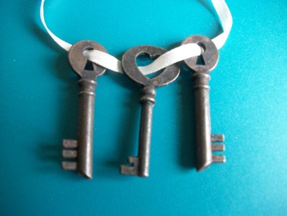 Three Tiny Old Keys