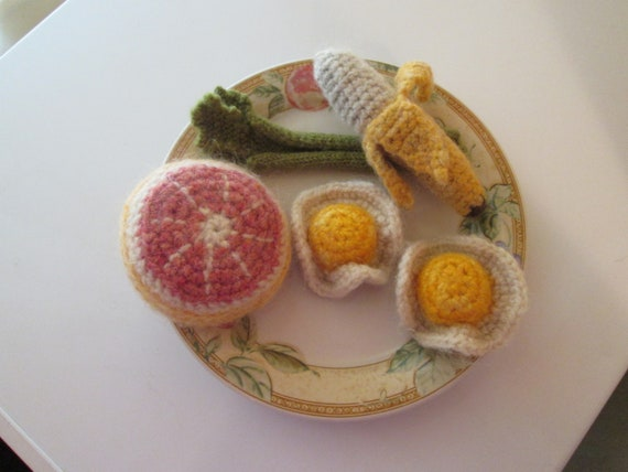 Vintage Crocheted Breakfast Foods Grapefruit, Sunny Side Up Eggs, Banana, Celery - Shipping included