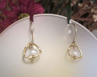 Vintage 10K Gold Pierced dangle Earrings with Fresh Water Pearl