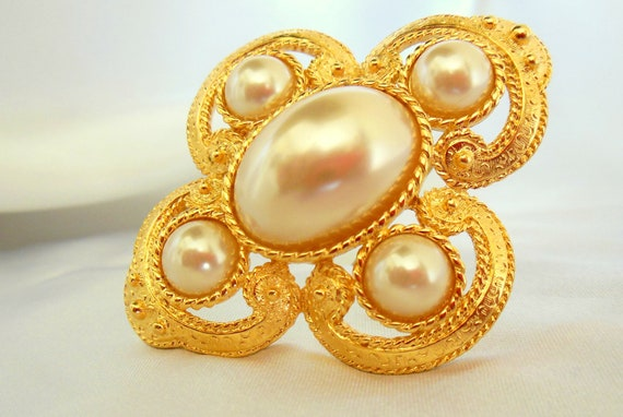 Vintage Brooch Pearly Cut Cabachon and Round Beads Gold Tone signed Lady Remmington