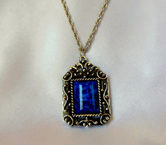 Vintage Necklace Blue Stone with Silver Tone Framing Very Nice Look
