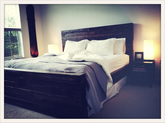 Reclaimed Pallet Wood Bed