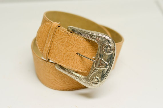 HOLD -- Vintage Floral Western Style Tan Faux Leather Belt 30in S/M
