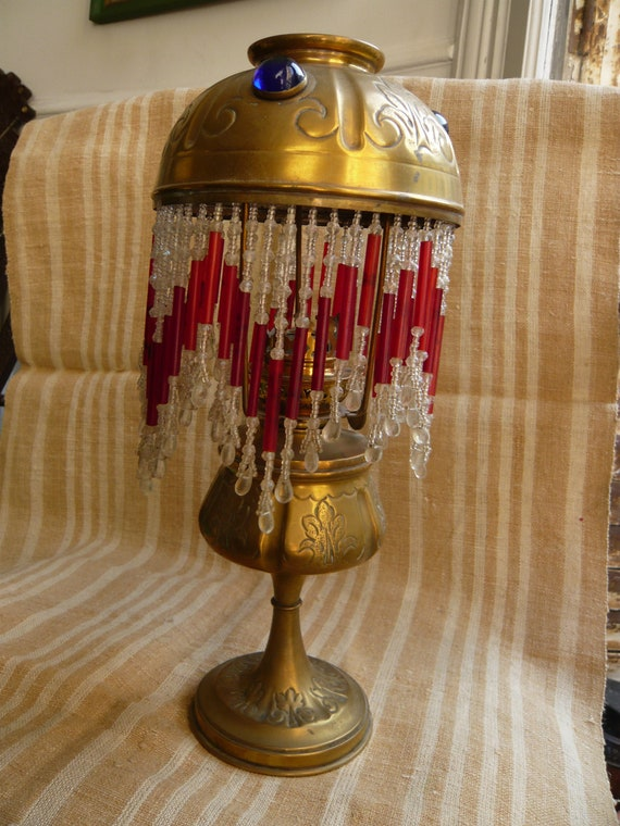 ancienne lampe ptrole franaise en laiton appele la parisienne avec abatjour et perles fin 19me. Black Bedroom Furniture Sets. Home Design Ideas