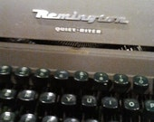 20 DOLLARS OFF Beautiful Working Antique Manual Typewriter, Remington Quiet-Riter with original olive case
