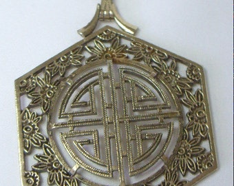 Vintage American Showcase Asian Pendant Necklace Korea