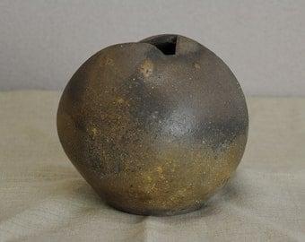 Bizen  Sangiri style gong-shaped pot(B)