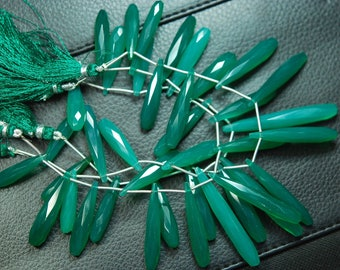 8 Inch Long Strand, 35mm Long, EMERALD Green Onyx Elongated Drops Shape Briolettes,Superb-Finest Quality