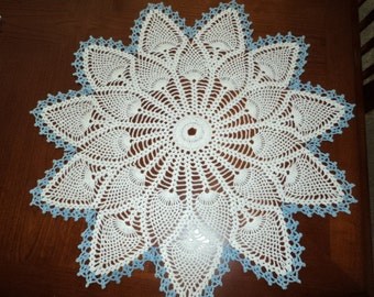 Pineapple Doily trimmed in blue - 11 points