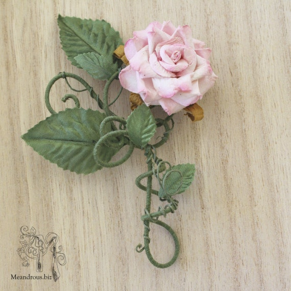 Classic Pink Nature Wire Brooch (FORMER STOCK SALE)