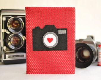 OLD SCHOOL CAMERA 4x6 Photo Album: Red Fabric with Mini White Polka Dots, Camera Applique