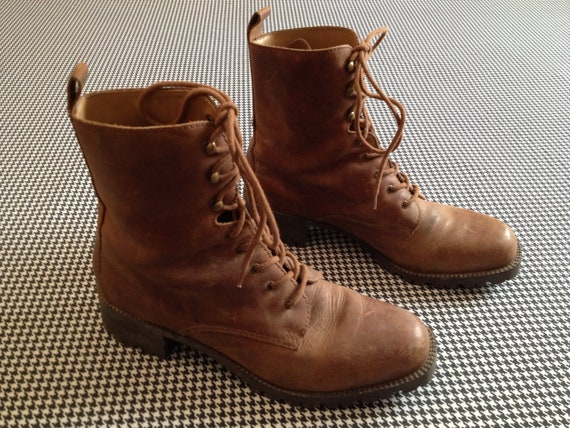 brown leather, Bass brand, lace-up boots