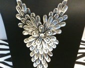Y flower necklace