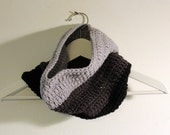 Chunky Crochet Scarf Cowl in Black & Grey - Neckwarmer for Autumn and Winter