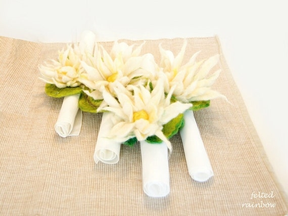 Waterlily Napkin ring, Serviette ring, Napkin holder in White and Yellow, set of 6, festive table decoration