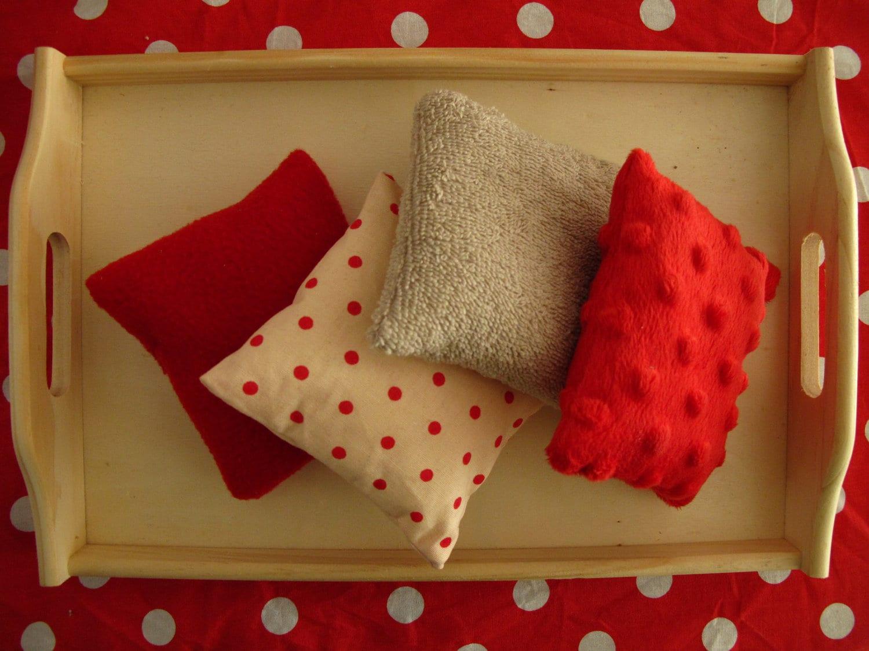 2 lots de 4 coussins tactiles montessori. Black Bedroom Furniture Sets. Home Design Ideas