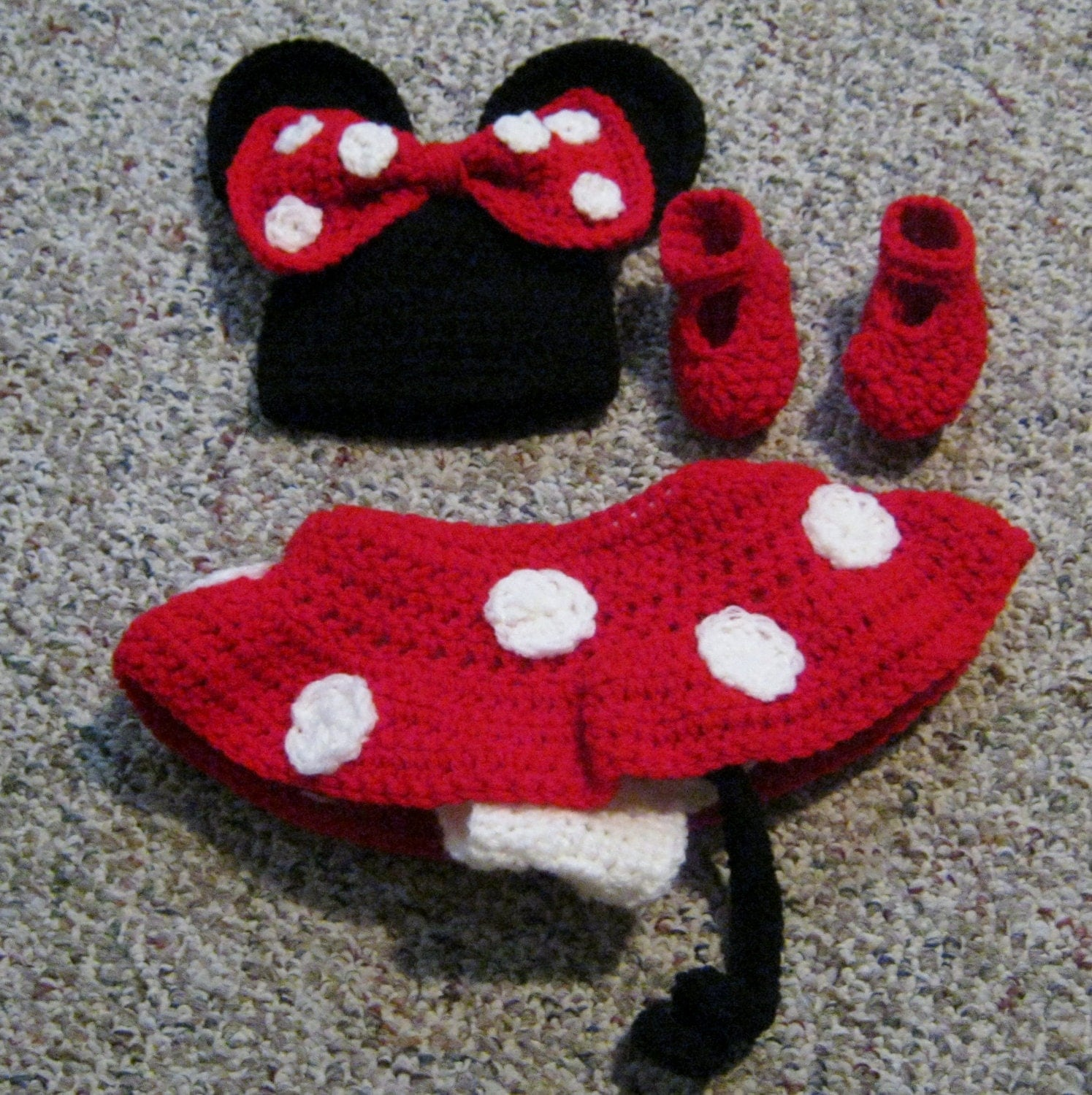 Crochet Minnie Mouse Outfit Skirt Hat And Booties
