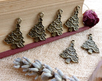 6x Christmas Tree Charms, Antique Brass Pendants C52