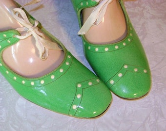 ON SALE  1960s Lime Green Shoes