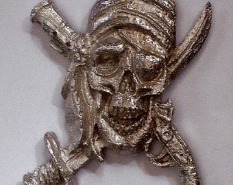 Pirates Skull and Crossbones Sword and Pistol               1 out of 6  hand carved  New Design