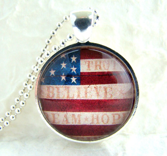 Vintage AMERICAN FLAG Pendant Necklace with chain, American Pride Jewelry, Fourth of July Necklace, Memorial Day Jewelry, Patriotic Gift