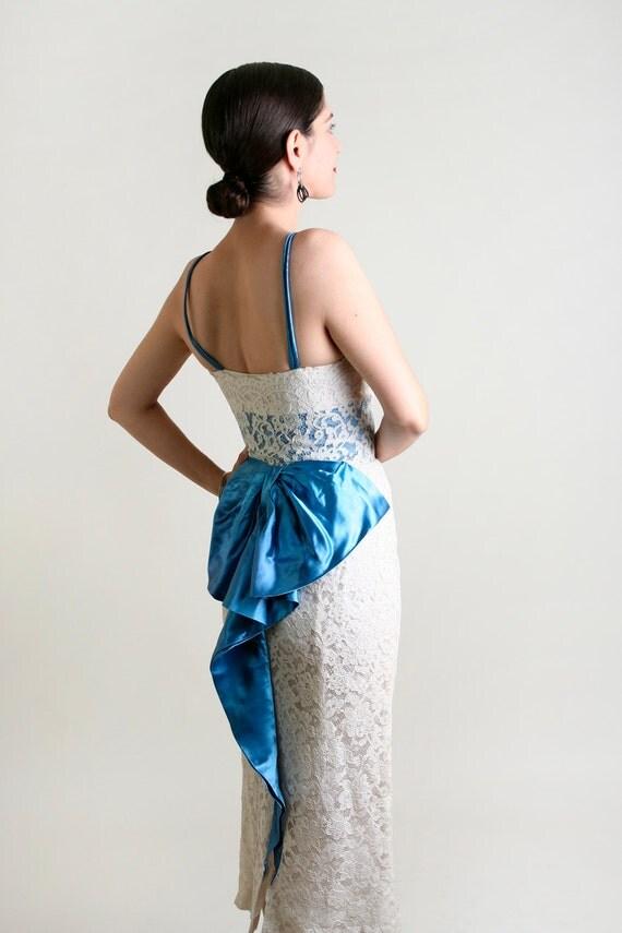 1950s Wiggle Dress - White Lace Bombshell Pin-Up Vixen Big Ribbon Bow Dress - XXS
