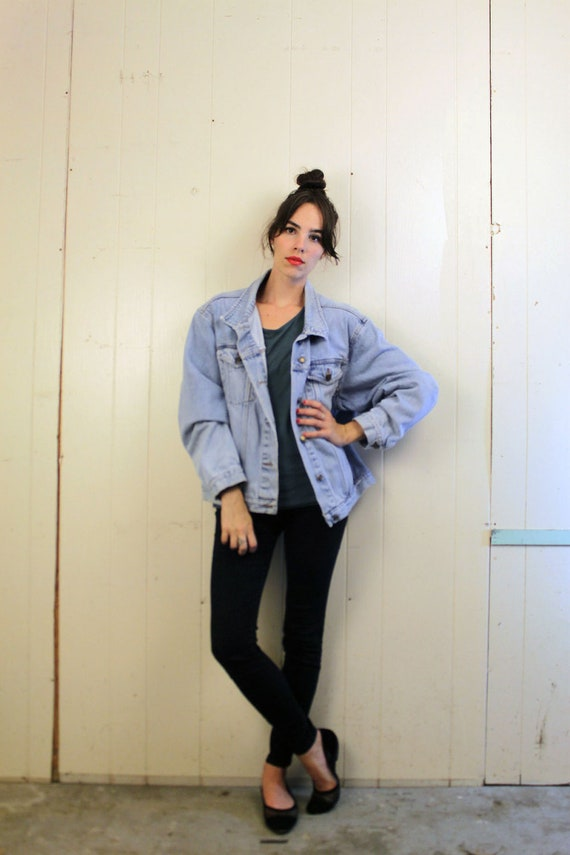1990s Light Wash Jean Jacket Size M-L