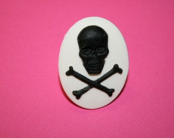 Large Black Skull & Crossbones Cameo Ring