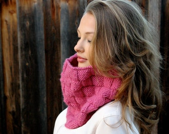 Knit Infinity Scarf. Pink Knit Scarf. Knit Accessories. Winter Infinity Scarf.  Pink Infinity Scarf. Christmas Gift for Her. Winter Scarf