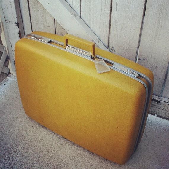 vintage yellow gold suitcase by samsonite royal traveller. Black Bedroom Furniture Sets. Home Design Ideas