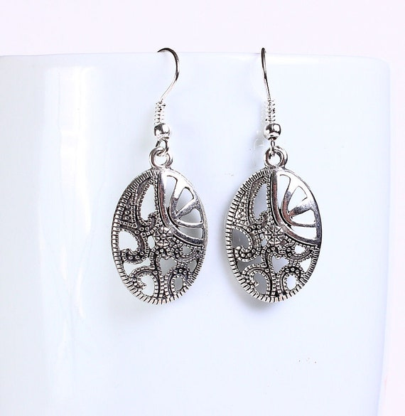 Antique silver tone oval drop dangle earrings (564) - Flat rate shipping