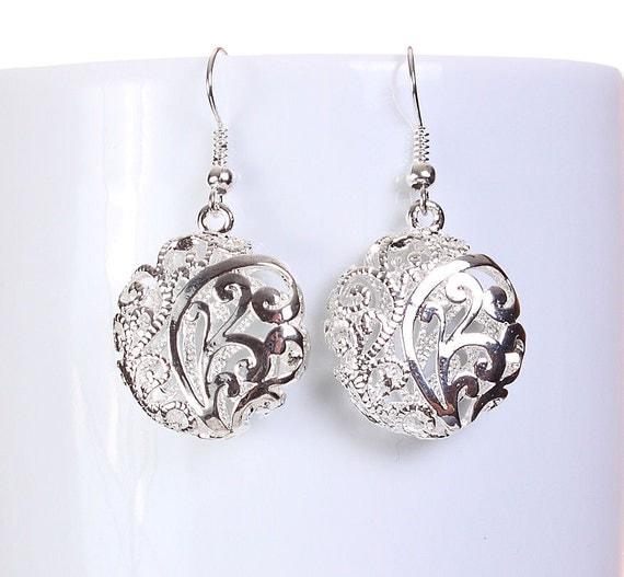 Silver tone flat round filigree drop dangle earrings (585) - Flat rate shipping