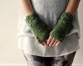 Green Fingerless Gloves / Womens Fingerless Gloves / Knit Gloves / Button Gloves / Gift For Her / Crochet Fingerless Gloves / Dark Green