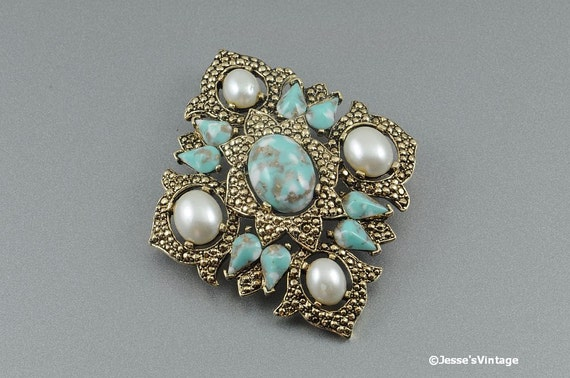 Sarah Coventry Remembrance Brooch Gold Tone Pearl & Turquoise