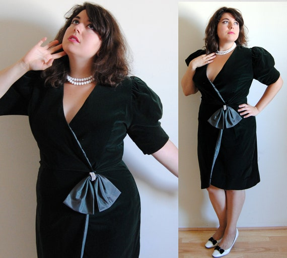 SALE Plus Size Dress Forest Green Velvet 1980's Wrap Dress with Rhinestone Bow 1940's style // Green with Envy // 14-16