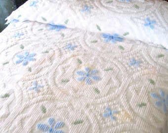 vintage twin chenille.floral.blue.white.acrylic.farm.country.shabby chic.mountain.beach.tessiemay