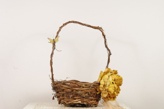 Flower Girl Basket - Floral and Wicker style - Beautiful rustic bird nest style