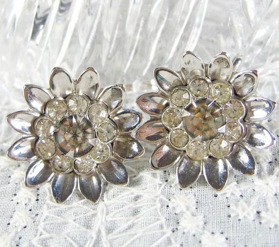 Vintage Daisy Earrings, Silver Flowers, Rhinestones / Glass Crystals, Designer CORO, Screw-backs, 1940s Retro Floral Costume Jewelry