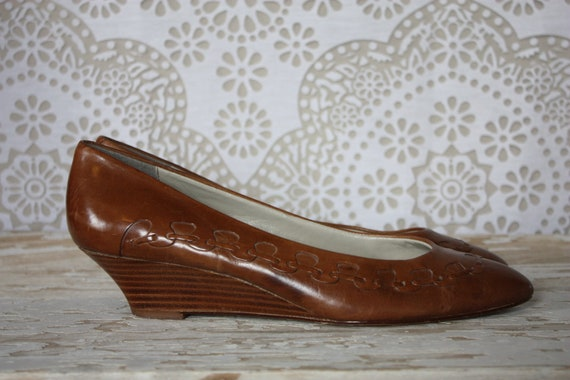 Vintage Caramel Leather Wedge Heels with Woven Accents Size 9M