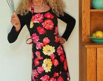 Plus size, Womens Full Apron in Pink Posies