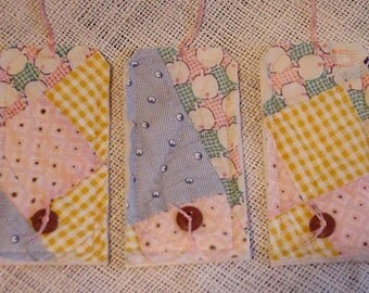 Prim Quilted Tags, Shabby Vintage Feedsack Fabric Patchwork Cutter Quilt Gift Hang Tags, Table Place Cards, Swing Tags itsyourcountry
