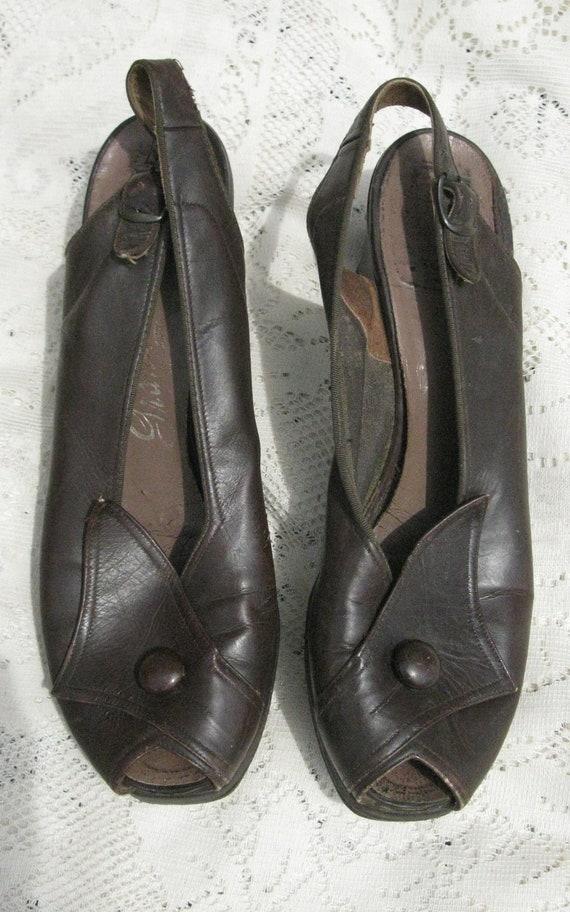 Reserve-1940s shoes / Chocolate Brown Leather Peep toe Platform Heels by Grandeur Size 7 AAA