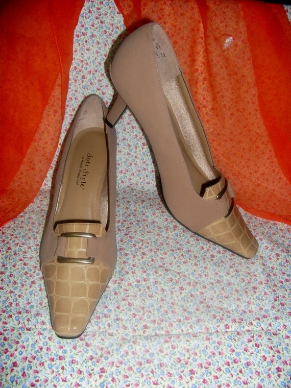 Vintage Ladies Leather Pumps by Hush Puppies with 3 Inch Heel Size 8 Only 8 USD