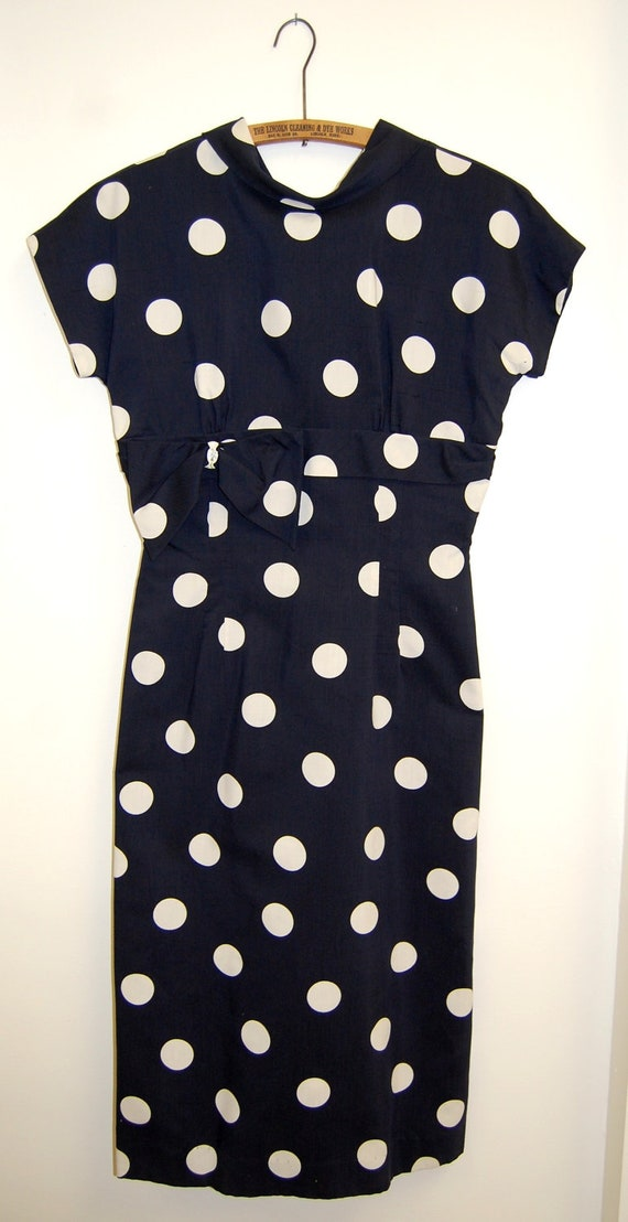 """Vintage 1960s Women's Laura Lee Navy and White Polka Dot Wiggle Dress (34"""" Bust, 26"""" Waist)"""