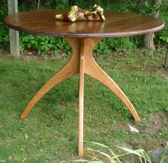 Small Walking Table in Walnut and Cherry