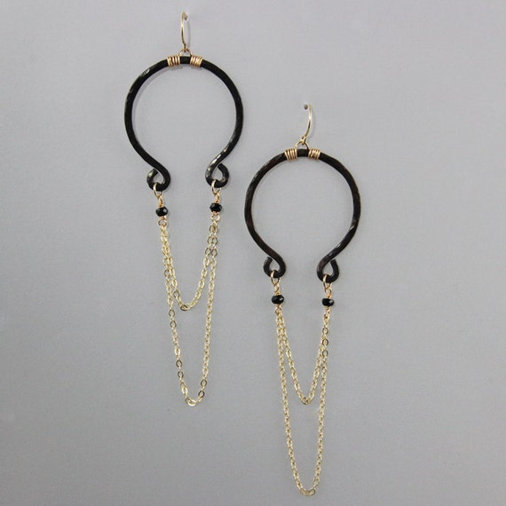 Hammered Omega earrings with double chain
