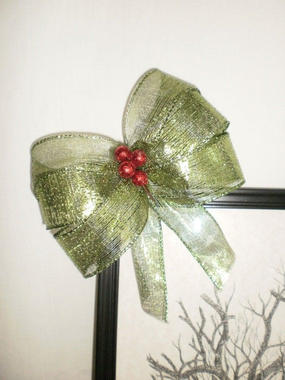Gift Package Bows or Garland Bows - Christmas Gifts - Netted Green with Ruby Berries Cluster Stud - Matching Set of Four 5 Inch Present Bows