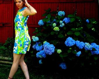 Mod Tropic 1960s Retro Floral Vintage Mini Dress MEDIUM Cotton Cover Up Blue Green Yellow Bright Hawaiian Flower Surf Shift Penneys Gaymode