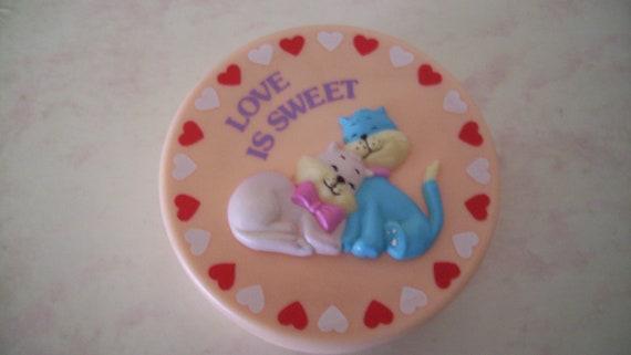 Pink Cat Box Round Plastic Trinket Sweet Love 1980s Kitschy Cats Kids Jewelry Box