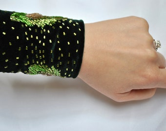 Green Velvet Hand Beaded Peacock Feather Cuff - Vintage 1920s - Art Deco Inspired